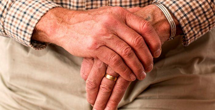 Auxilian a un anciano que estuvo días tirado en el suelo de su casa en Lanzarote