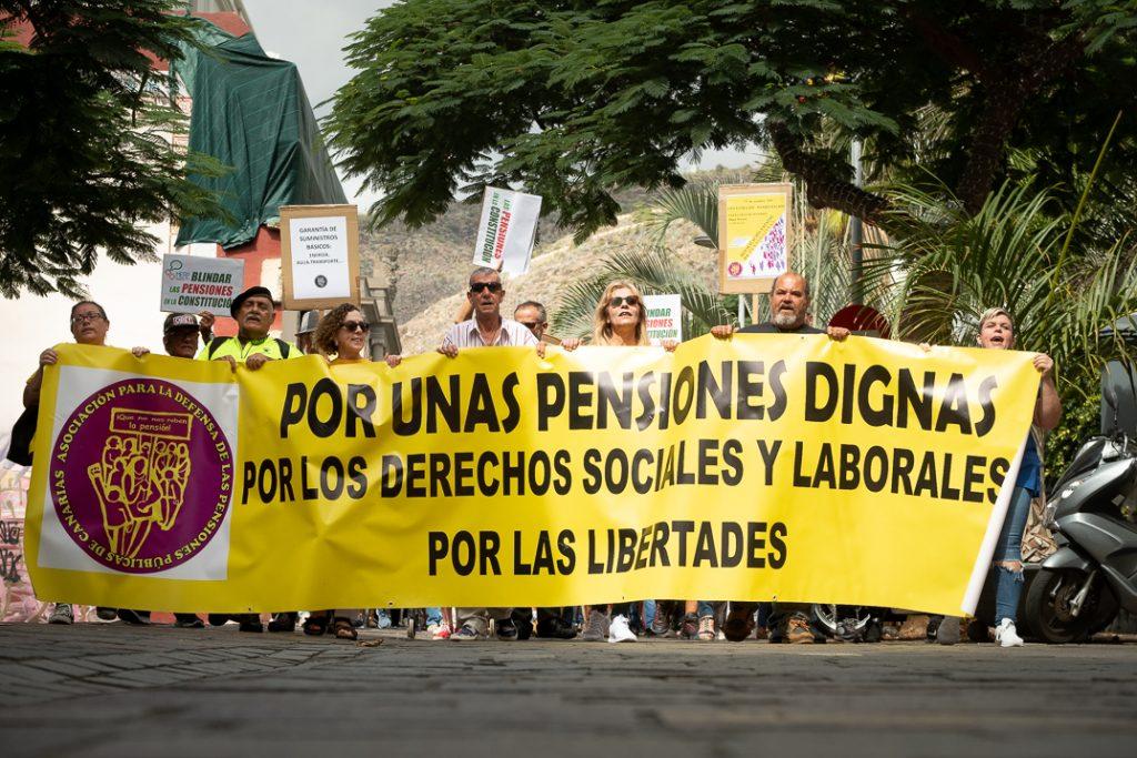 """Concentración por unas """"pensiones dignas"""", en Santa Cruz de Tenerife. Fran Pallero"""