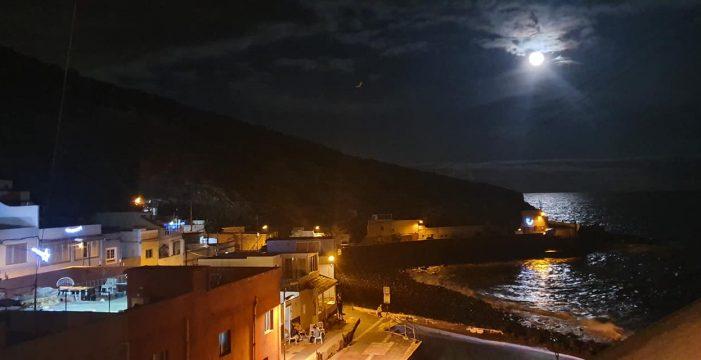 Santa Lucía se resiste e incluso celebra su festividad