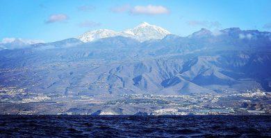 La nevada en el Teide, en estas espectaculares imágenes desde el mar