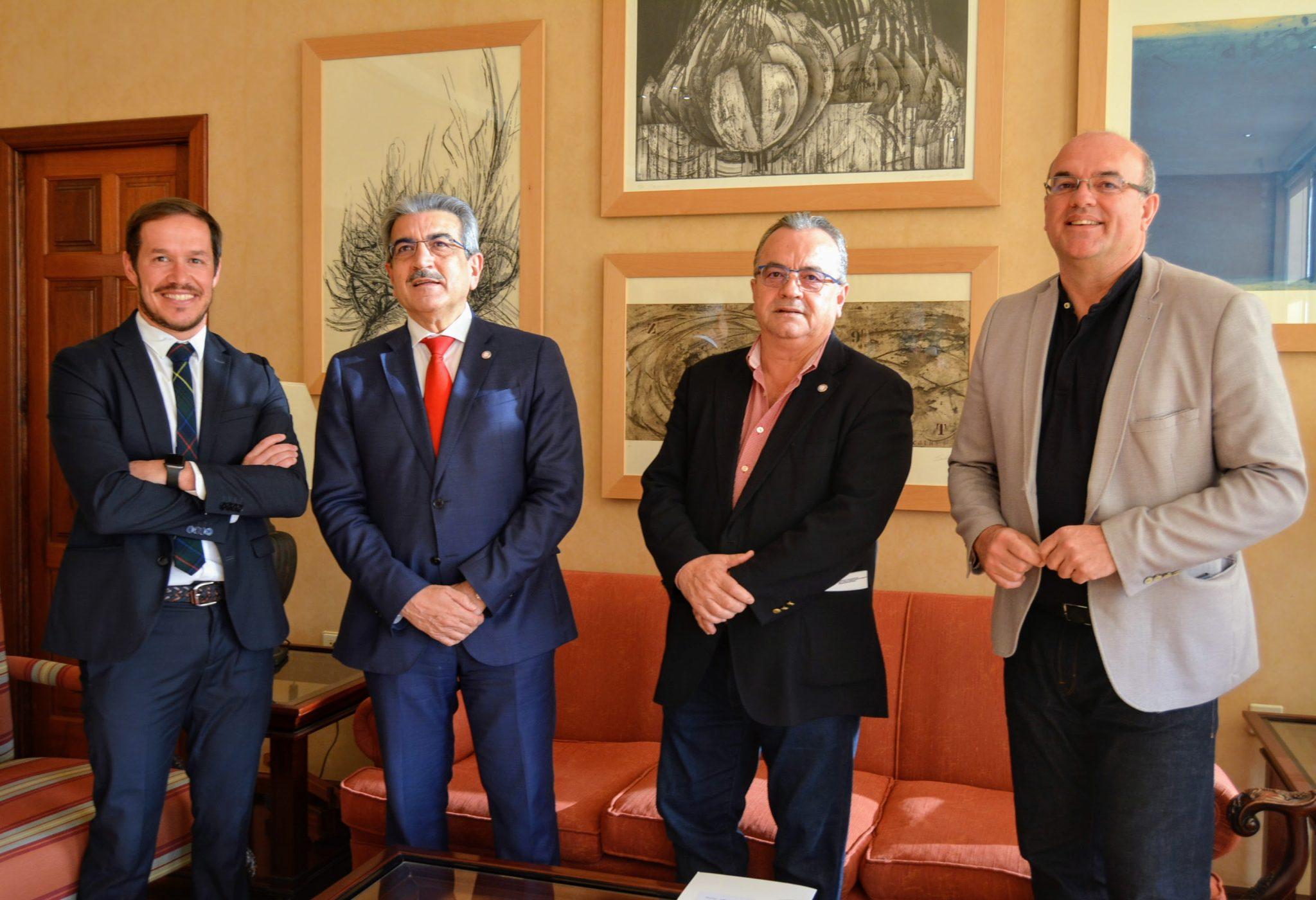El vicepresidente del Gobierno de Canarias, Román Rodríguez, junto a Mariano Hernández Zapata, Anselmo Pestana y Miguel Ángel Pulido. DA