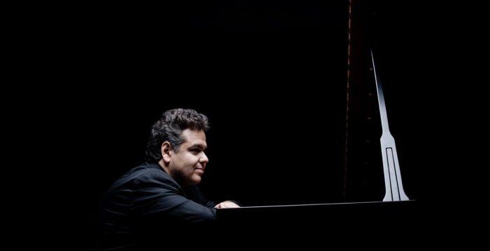 Un genio sentado frente al piano de nombre Arcadi Volodos