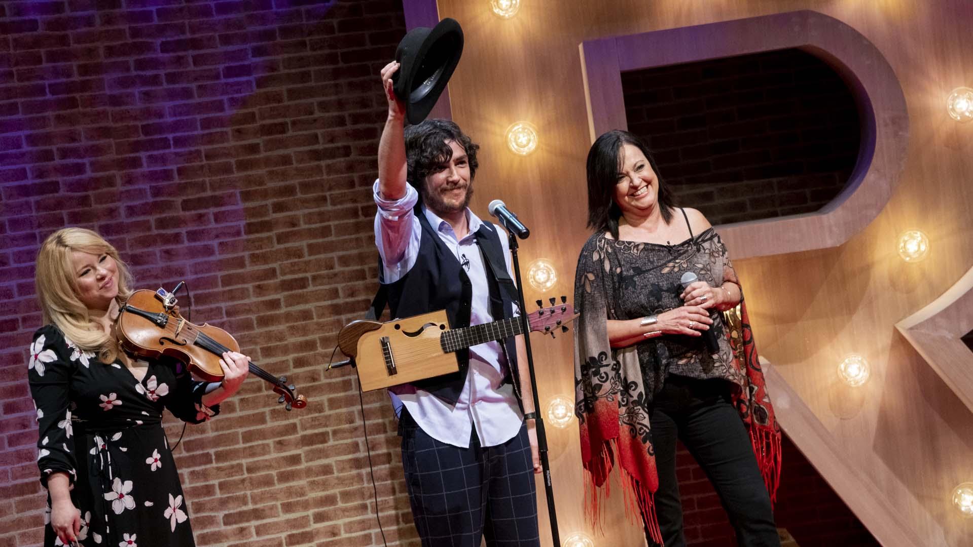 Olga Cerpa, junto a Fran Baraja y Edelisa Gómez, en plena actuación en el plató de Ríete Tú. | Juan Carlos Pérez