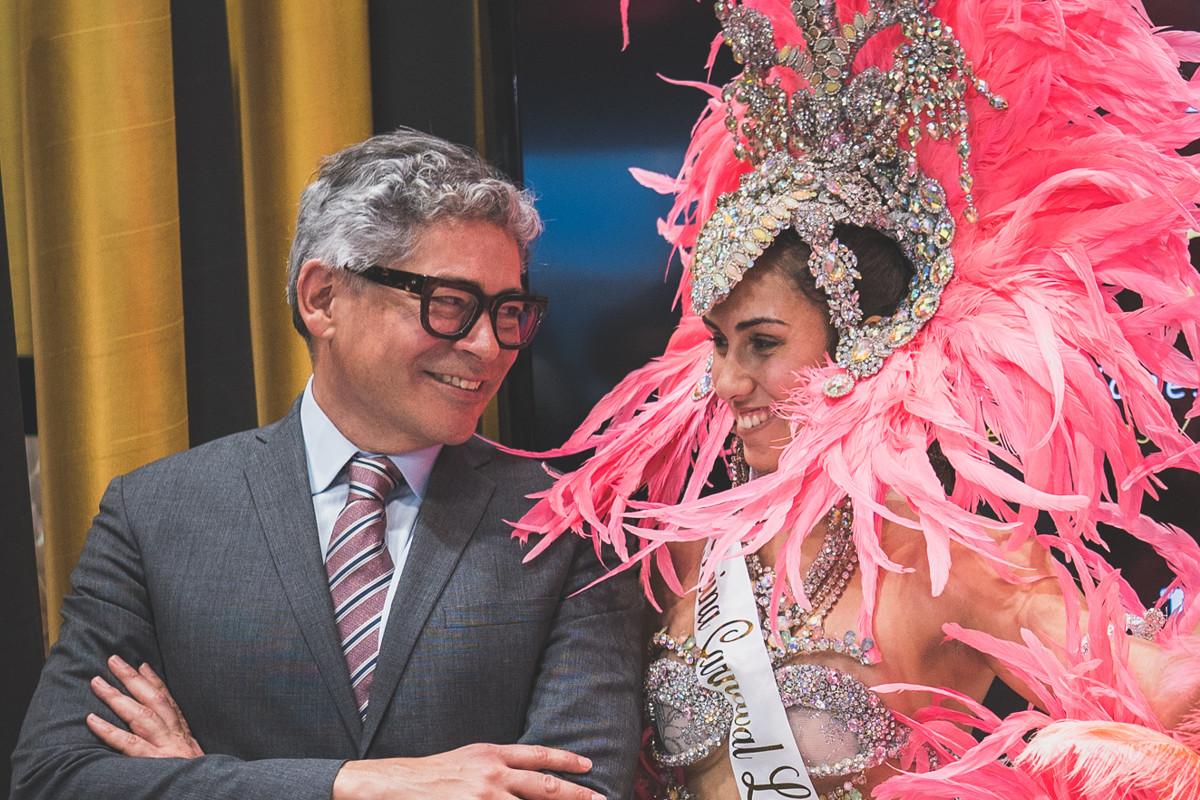 Boris Izaguirre, ayer, junto a Rebeca González, Reina del Carnaval de Los Cristianos 2019