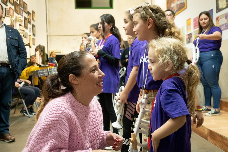 La alcaldesa, Patricia Hernández, inició el recorrido en el local de la murga infantil Los Chinchositos para luego visitar a otros grupos como Los Guachipanduzy. Fran Pallero