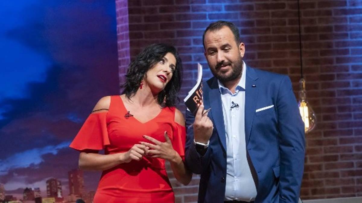 Yanely Hernández y Raúl García, presentadores de Ríete tú. DA