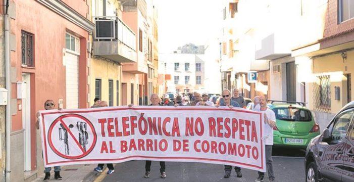 El Coromoto despliega un cartel sobre la TF-5 contra las antenas