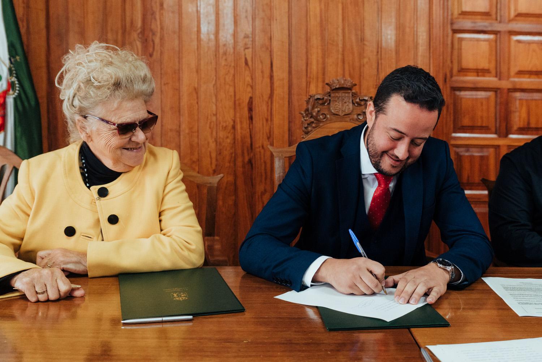 Estela Pulido Ramos y Juan Antonio García Abreu firmaron el convenio. DA