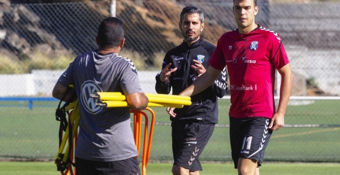 """Bermejo dice que el Tenerife """"es un equipo joven y no se pone límites"""""""