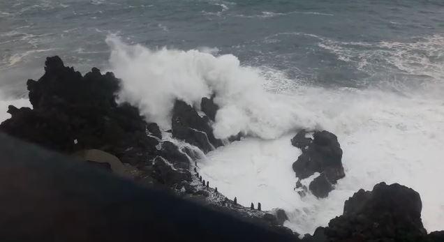 Impresionantes imágenes del fuerte oleaje en el Charco de La Laja