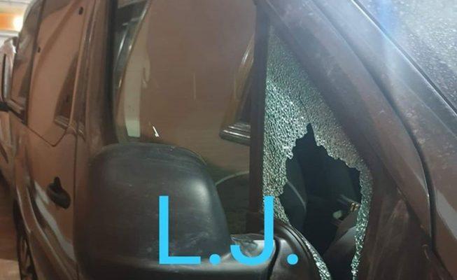 Cristales reventados a pedradas: denuncian una oleada de robos en coches en La Laguna