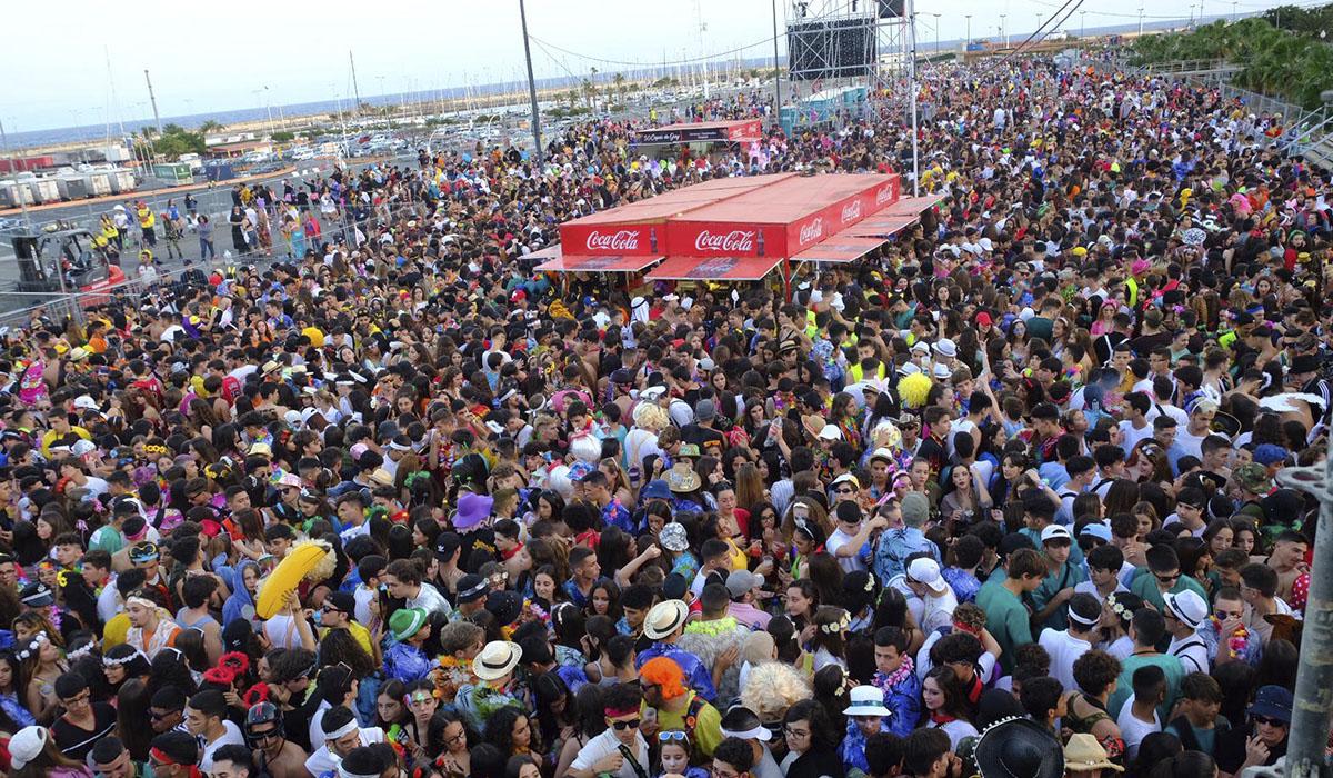Participación masiva en el segundo Carnaval de Día de Santa Cruz