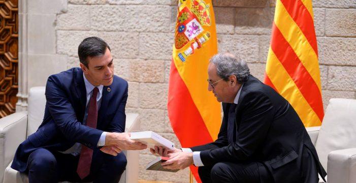 Sánchez acuerda con Torra iniciar la mesa de diálogo este febrero pero rechaza mediador