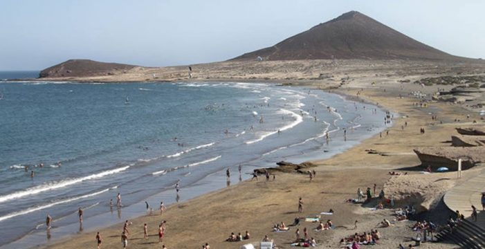 La playa del Médano estrena operativo de seguridad  para evitar los contagios