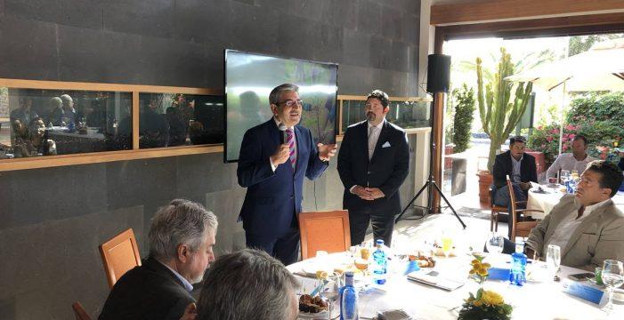 Rodríguez se ofrece a buscar fondos públicos y privados para los trenes