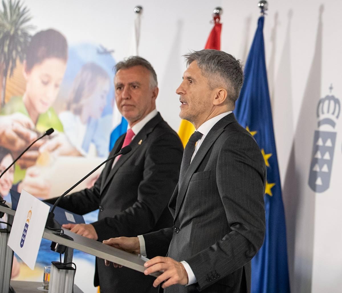 El presidente del Gobierno canario, Ángel Víctor Torres, y el ministro del Interior, Fernando Grande-Marlaska. DA
