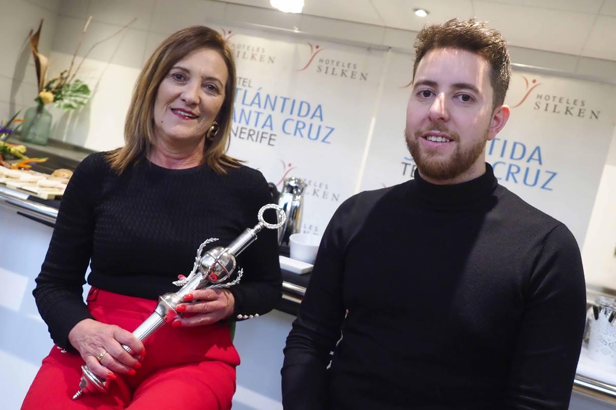 Chelo Pérez y Alexis Santana, ayer, durante la entrevista con los medios. Sergio Méndez
