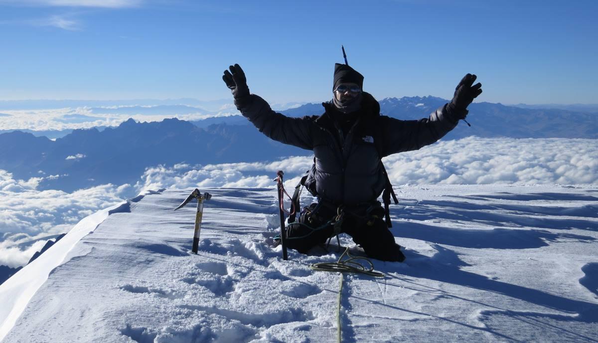 Antonio Pérez, a 6.438 metros de altura en la cima del Illimani, la segunda montaña más alta de Bolivia. DA