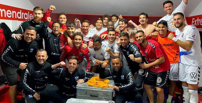 El Tenerife gana al Extremadura y hace soñar (2-4)