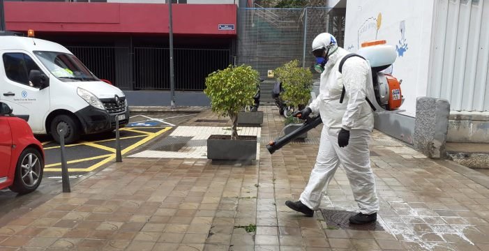 Un escuadrón de 30 hombres para desinfectar las calles de la capital