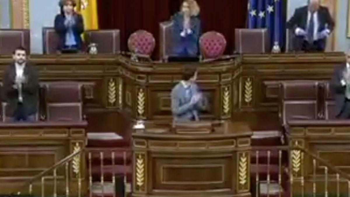 El Congreso se suma al aplauso sanitario.