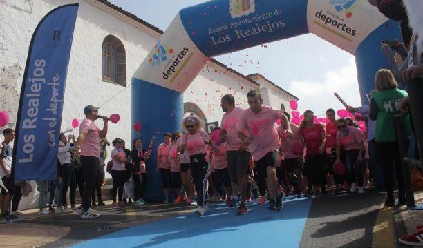 La Carrera de la Mujer de Tenerife celebra su décimo aniversario junto a más de medio millar de participantes