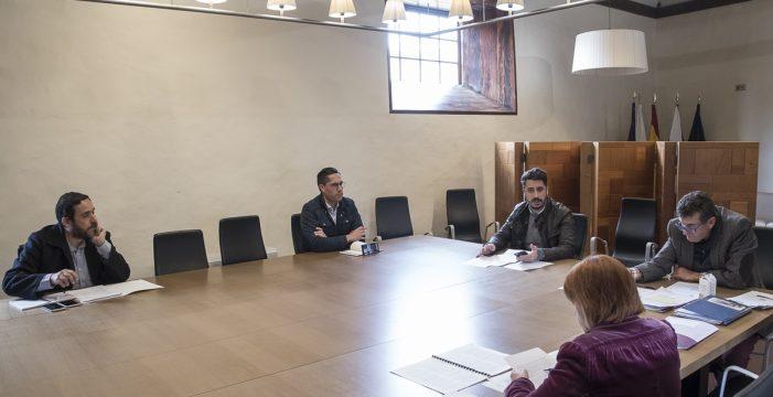 El Gobierno de La Laguna se rebaja el sueldo un 30% a propuesta del alcalde