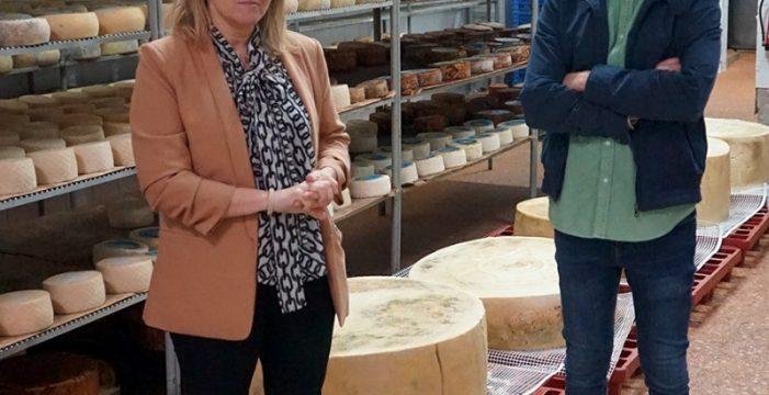 La empresa Bolaños presenta un queso gigante de 213 kilos