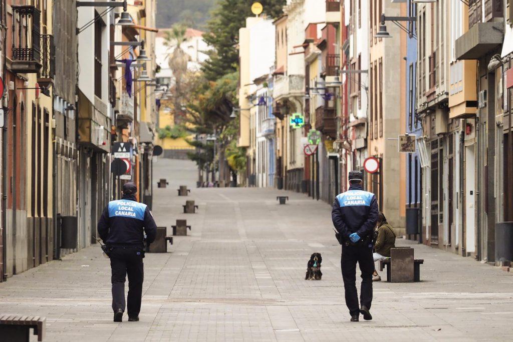 Policías Locales patrullan las calles de La Laguna durante la crisis por el coronavirus | SERGIO MÉNDEZ