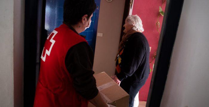 """Petra, vecina de Santa Cruz ayudada por Cruz Roja: """"Con tal de sobrevivir hago lo que sea"""""""