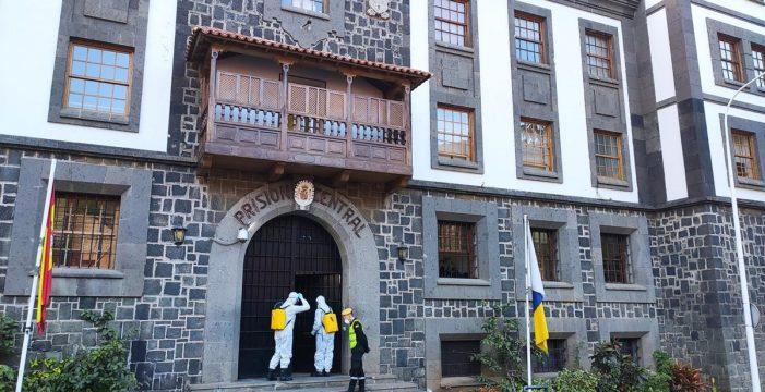 La UME desinfecta el centro penitenciario y las residencias de mayores dependientes del Cabildo
