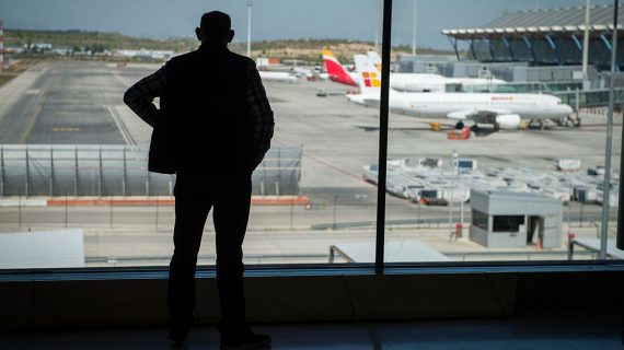 Detenido por vivir tres meses en un aeropuerto por miedo a volar a causa de la Covid