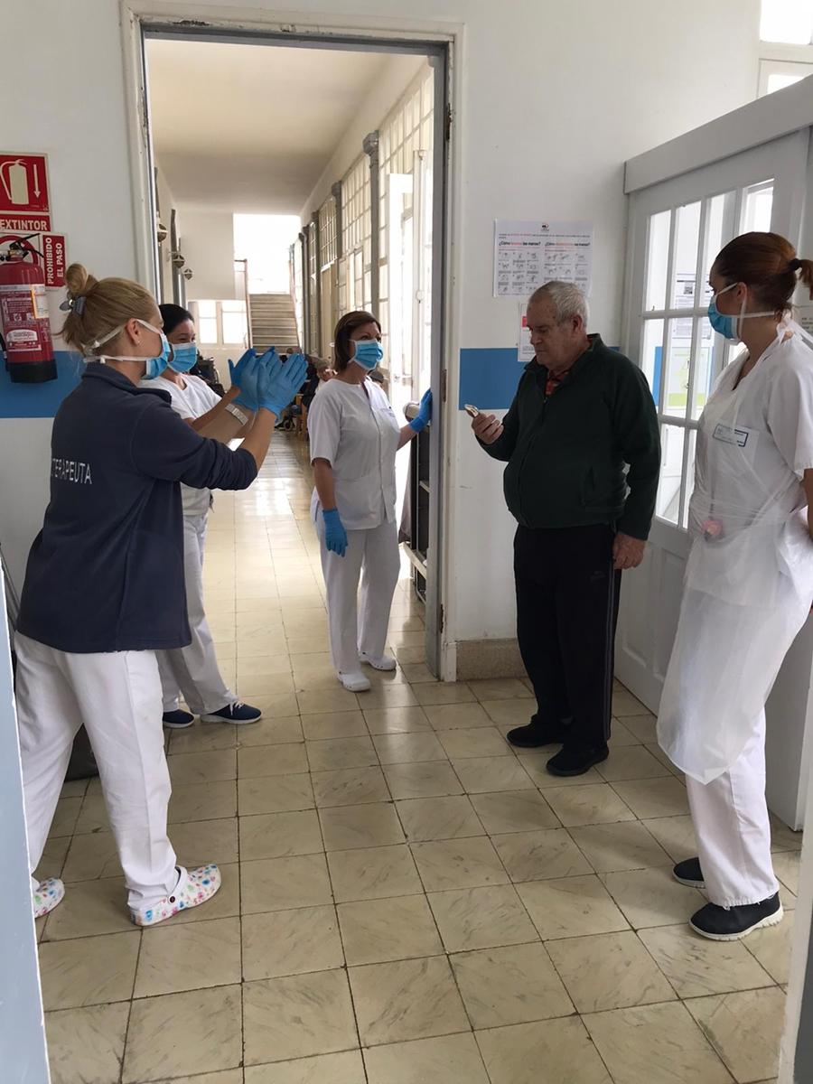 El trabajo del personal del Hospital de Los Dolores es reconocido por decenas de familias. DA