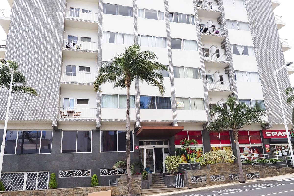 Apartamentos Brujas, en Santa Cruz de Tenerife, es uno de los establecimientos que, a partir de       hoy, puede permanecer abiertos. Sergio Méndez