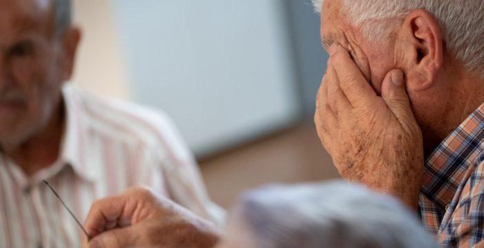 Un vecino de Santa Cruz de 94 años le gana la partida al coronavirus en su casa