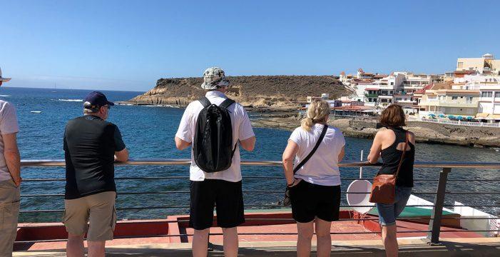 """Turistas en La Caleta, núcleo inicial del COVID-19 en Tenerife: """"Estamos en el paraíso"""""""