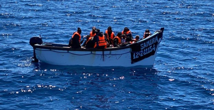Llegan otros 12 inmigrantes a Gran Canaria tras ser rescatados por Salvamento