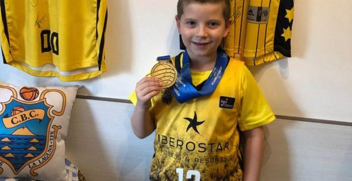 Arnau ya tiene su medalla solidaria