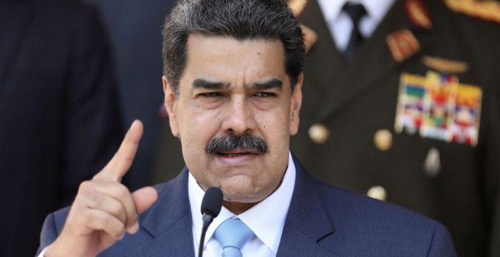 """Maduro, en la cuerda floja, acusa a Colombia de """"colar"""" paramilitares en el país"""