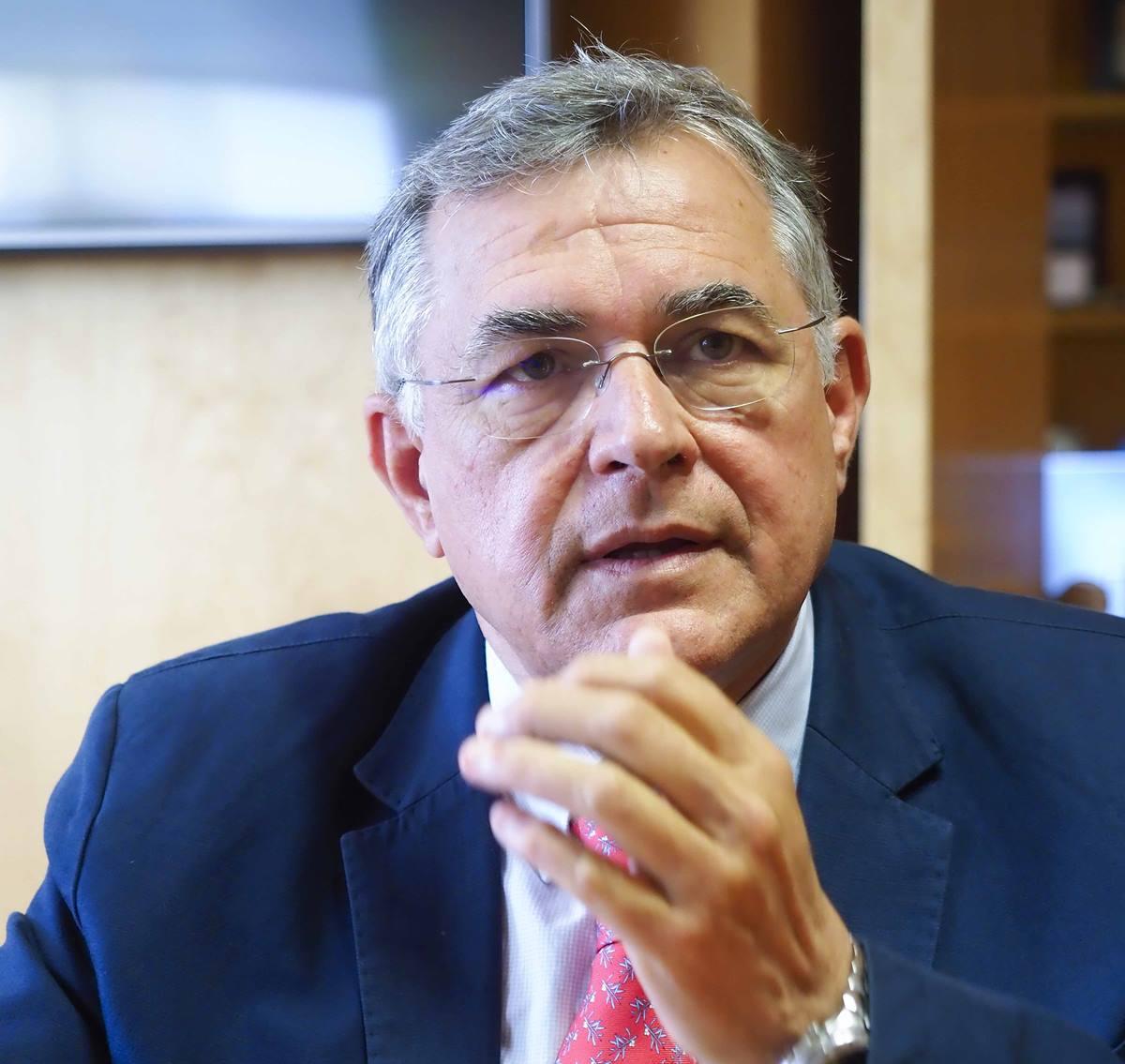 """Carlos González: """"La comunidad portuaria trabaja a destajo para garantizar el suministro"""""""