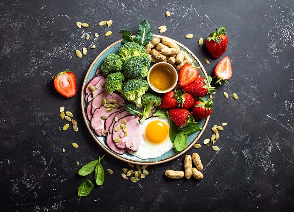 plato de comida nutritivo y equilibrado