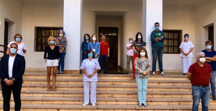 Las autoridades canarias han guardado un minuto de silencio por los fallecidos