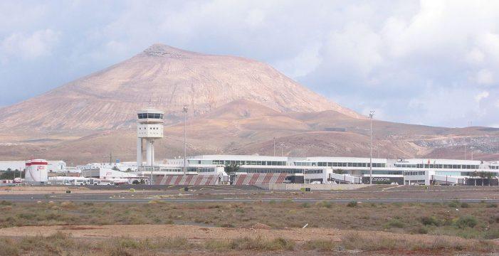 "Agoney González, otro pasajero del polémico vuelo Madrid-Lanzarote: ""Queremos que Sanidad nos dé garantías para poder salir del hotel"""