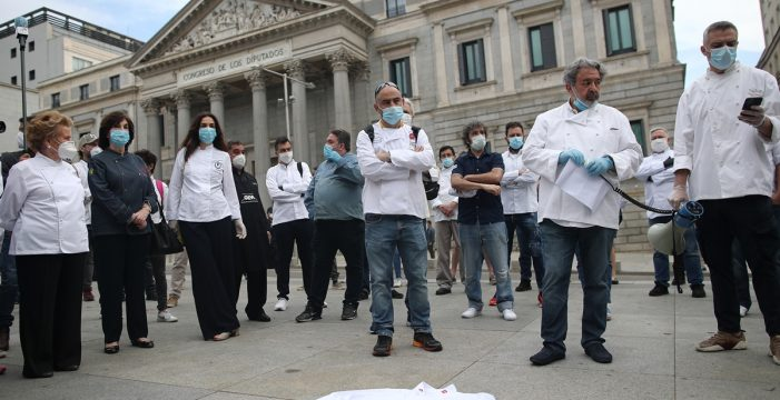 Cerca de 200 chefs, algunos con Estrella Michelin, exigen medidas para salvar al sector