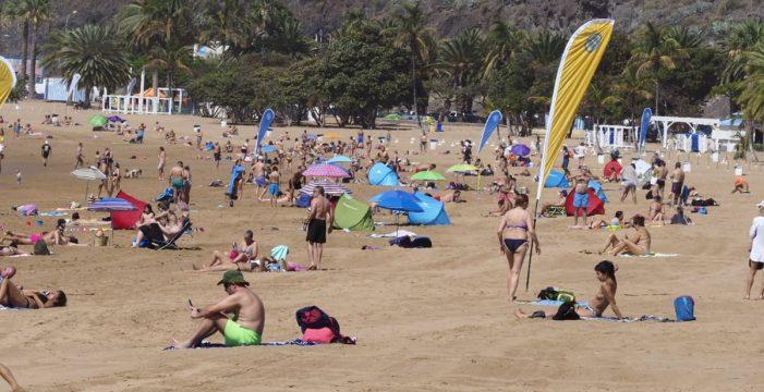 Los tinerfeños por fin se dieron un chapuzón en las playas tras el confinamiento