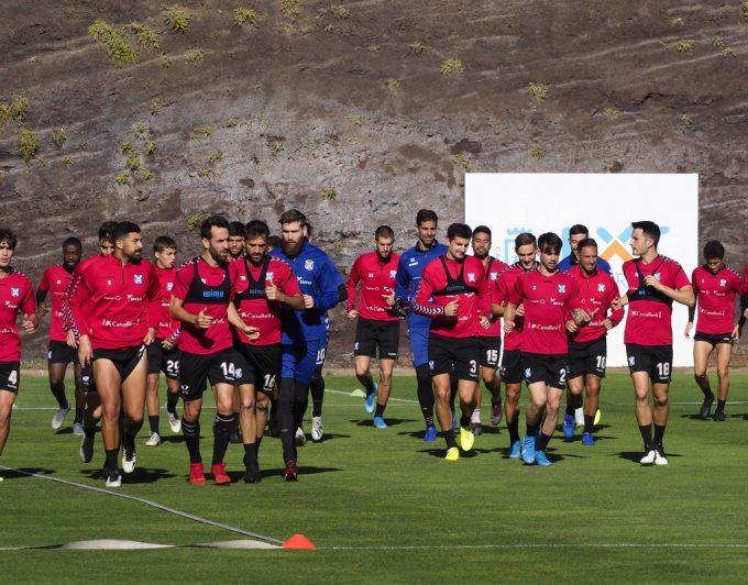 El Tenerife busca una victoria para mantener vivo el sueño