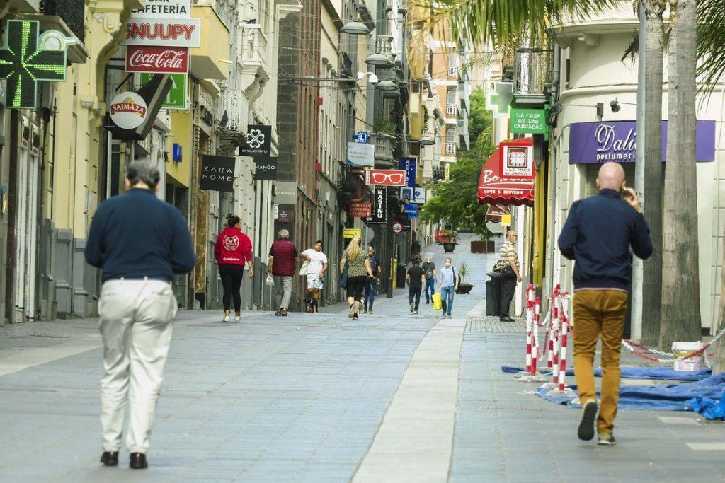 Imagen de la calle Castillo, durante el estado de alarma, en Santa Cruz de Tenerife. Sergio Méndez