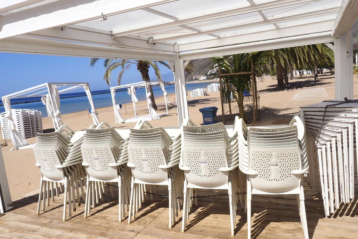 La playa de Las Teresitas se prepara para la reapertura a los bañistas este lunes, después de que se haya aprobado el pase a la fase 2 en Tenerife. Sergio Méndez