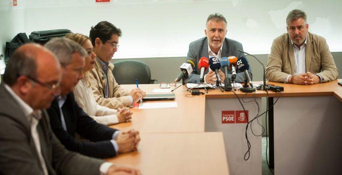 El PSOE se sacude la presión por las vacantes en el Gobierno canario
