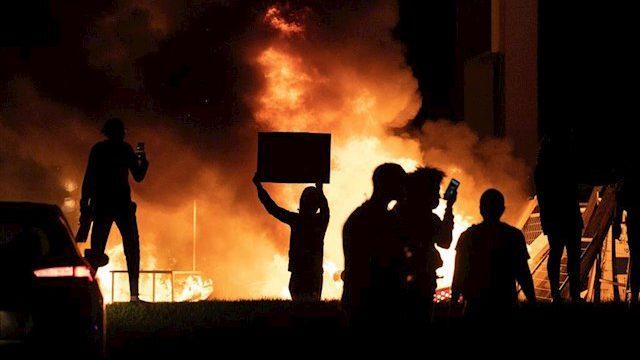 Minneápolis declara la emergencia por los disturbios tras la muerte de George Floyd a manos de la Policía